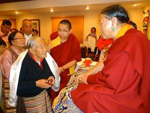 8-Members of Tibetan Community Greet HH